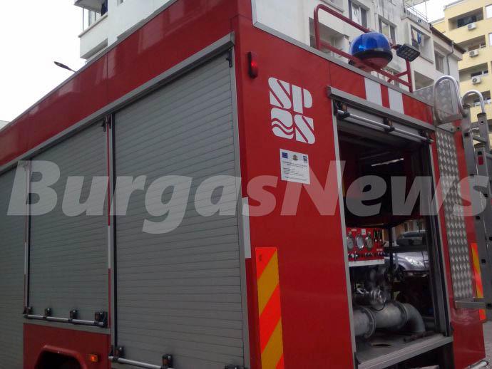 11 огнеборци гасиха пожара