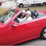 Джо Нюман в кабриолет и с гадже
