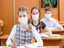 Учениците задължително с маски на матурите