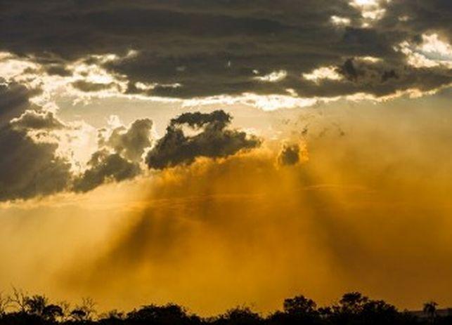 Сахарски прах над страната