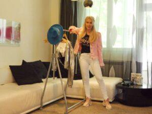 Тита показва любимите си дрехи