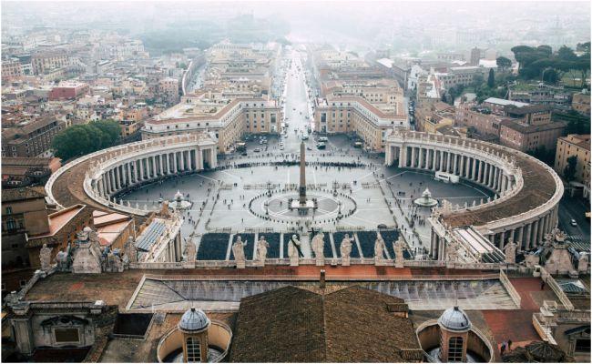 Името Ватикан идва от богиня на подземния свят