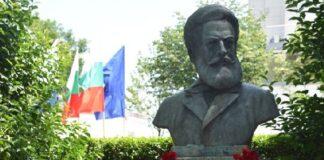 Паметникът на Ботев в Морската градина