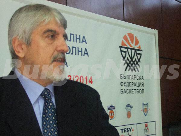 Петко Маринов започва кариерата си в Бургас
