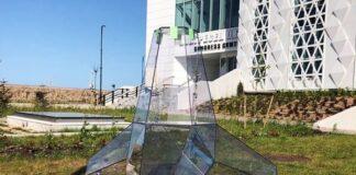 Поресната скулптура на пристанищетои