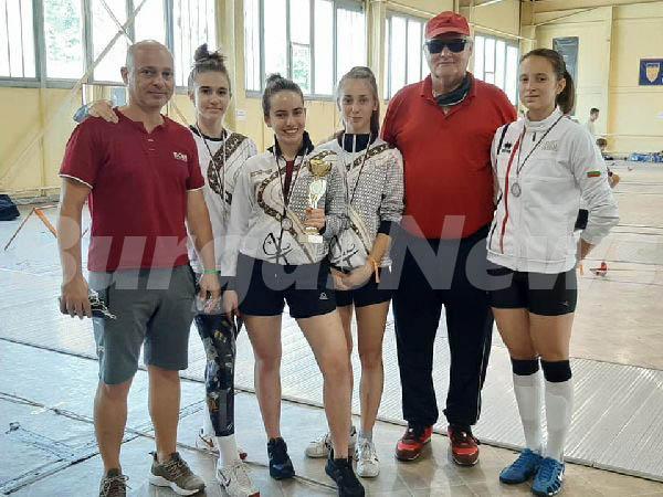 Куп медали за бургаските фехтувачи