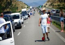 Километрични опашки към Гърция