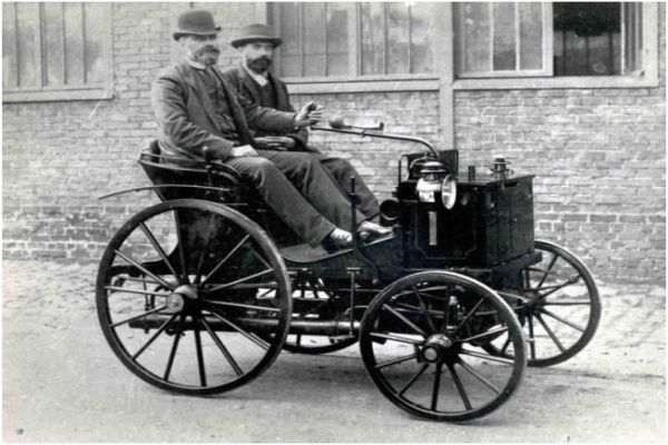 Победителите в първото в света автосъстезание