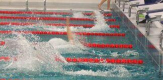 състезание по плуване