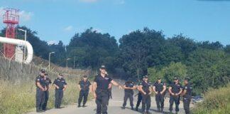 Полицаи пазят достъпа до Росенец