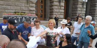 Борисов, ЦИК и вицепремиерът Томислав Дончев сладко спинкат по въпроса за машинното гласуване, защото машините нямат чекмеджета и вътре в тях няма кюлчета, пистолет и пачки