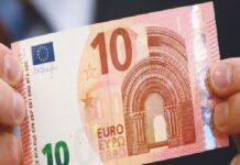 Шофьор подхвърли 10 евро на полицаи
