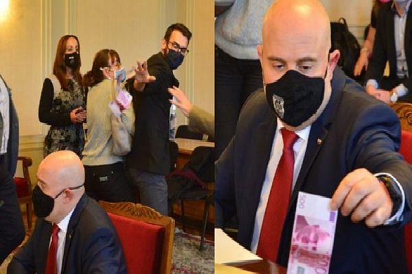 Константин Ангелов замеря Гешев с фалшиви банкноти