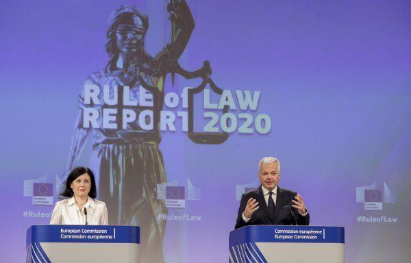 Еврокомисарката за ценностите и прозрачността Вера Йоурова /Чехия/ и еврокомисарят за правосъдието Дидие Рейндерс /Белгия/