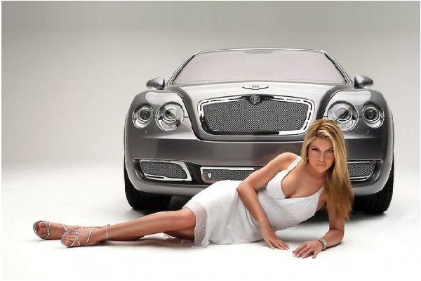 Жената гледа колата! Ма, верно ли, бе?!