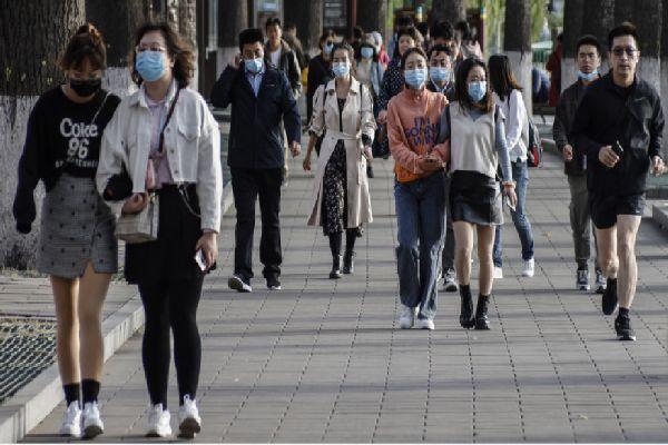 Официалният брой на заразените с коронавирус в Китай от седмици остава нисък