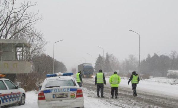 Полицейска проверка през зимата