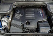 Пластмасовият капак върху двигателя не е случаен
