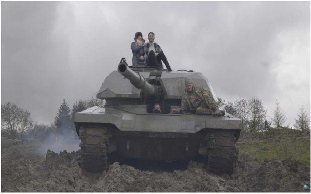 Стрес и мачкане на коли с танк
