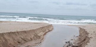 Плажът в Созопол след валежите