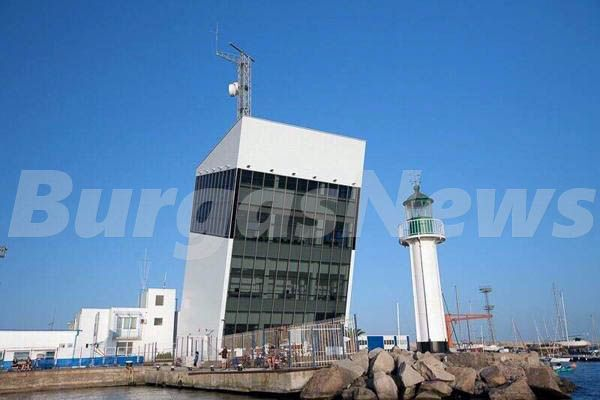 Наклонената кула на Бреговия център в Бургас