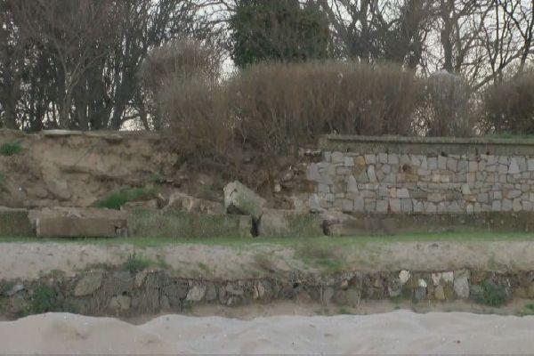 Разрушената подпорна стена