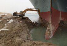 Контейнеровоз заседна в Суецкия канал