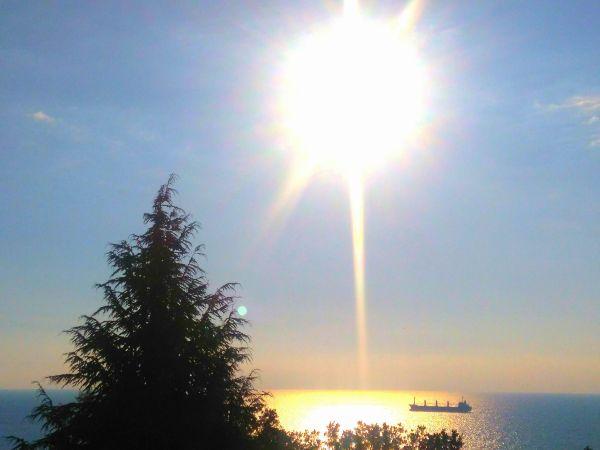 Слънце над морето