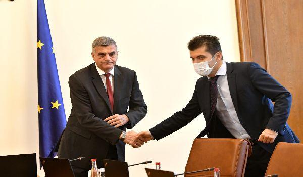 Янев би гласувал за нов проект на Петков и Василев